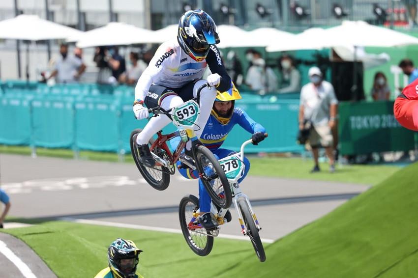 Alfredo Campo se recupera tras caída y avanza a las semifinales del BMX