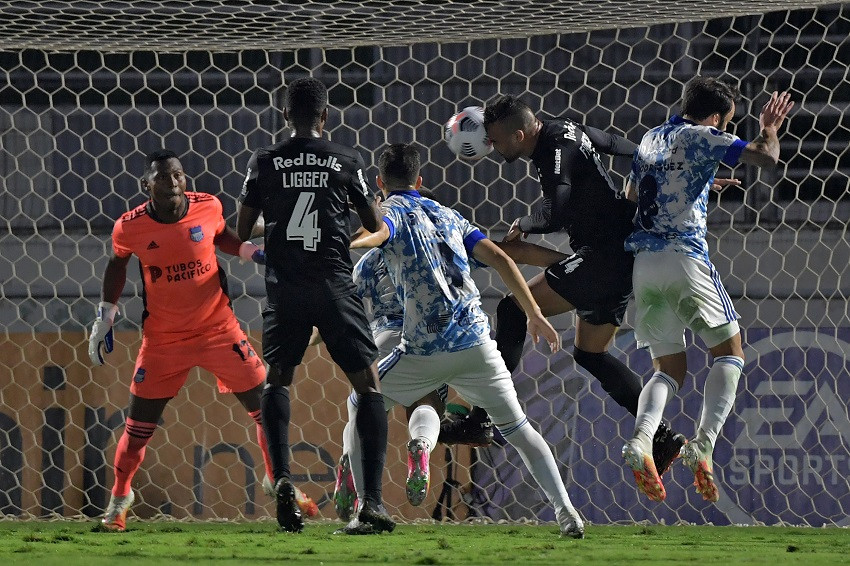 Emelec se frena en la Sudamericana con derrota frente a Bragantino (Video)
