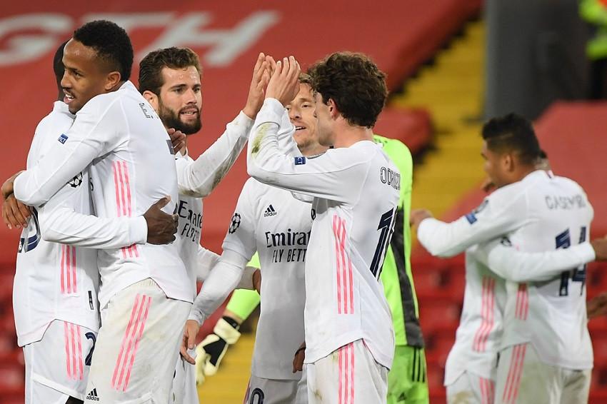 Real Madrid resiste en Anfield para clasificar a semifinales (Video)