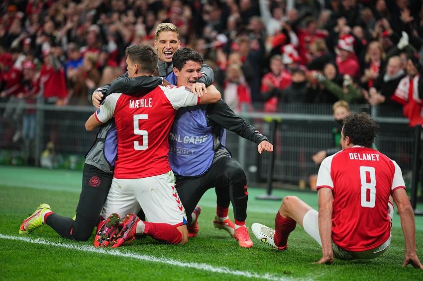 (Video) Dinamarca asegura su clasificación a Catar con triunfo sobre Austria