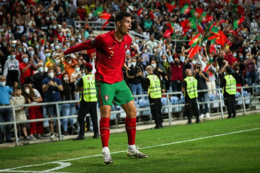 (Video) Ronaldo lidera goleada con triplete y acerca a Portugal al Mundial