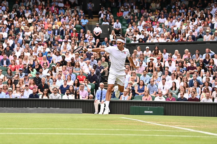 Federer mejora su nivel y clasifica a tercera ronda en Wimbledon (Video)