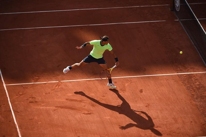 Nadal reacciona con solidez para clasificar a cuartos en Roland Garros