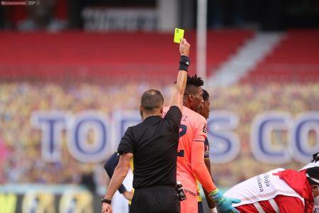 Moisés Caicedo y Domínguez deberán cumplir con suspensión por amarillas