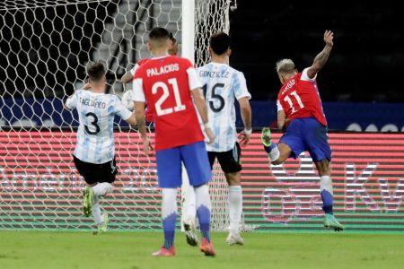 Chile responde y logra empate frente a Argentina (Video)