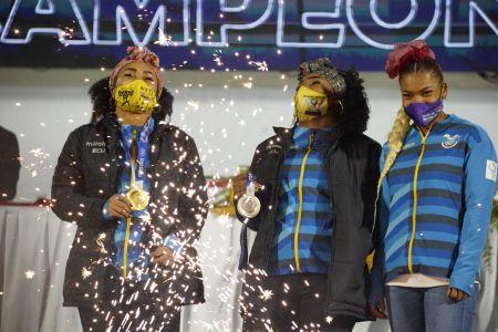Neisi Dajomes, Tamara Salazar y Angie Palacios arriban al país en medio de honores (Video)