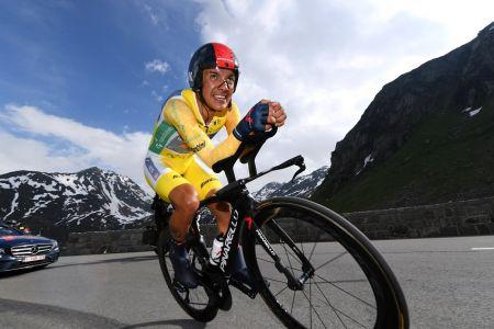 Carapaz destaca en contrarreloj y mantiene liderato en el Tour de Suiza