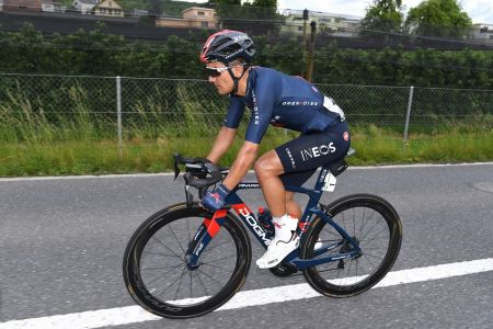 Carapaz destaca en tercera etapa y se mantiene en pelea en el Tour de Suiza