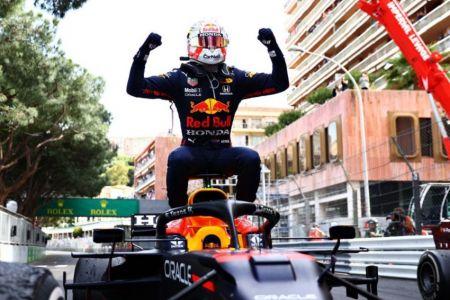 Verstappen gana en Mónaco y por primera vez es líder del Mundial