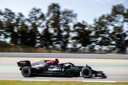 Hamilton marca el mejor tiempo en la primera jornada de prácticas libres en España