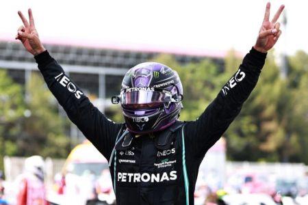 Hamilton apuesta a la estrategia para vencer a Verstappen en España