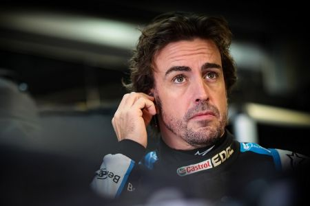Fernando Alonso genera polémica por dura crítica contra comisarios