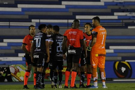 Macará se lleva empate contra 9 de Octubre en partido con polémicas
