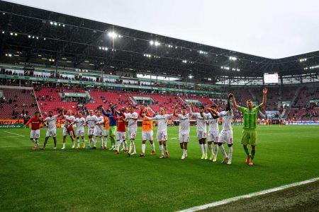 Bayer Leverkusen, con Hincapié entre suplentes, golea al Augsburgo de Gruezo (Video)