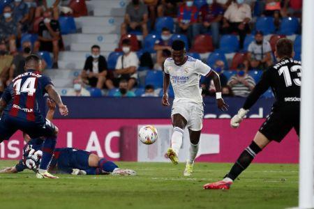 Vinicius se luce con doblete en empate del Real Madrid ante el Levante (Video)