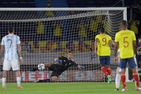Colombia reacciona contra Argentina y rescata empate agónico (Video)