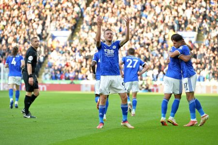 (Video) Leicester doblega al Manchester United en un final electrizante