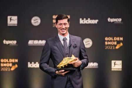 Lewandowski recibe la Bota de Oro como máximo goleador de la última temporada