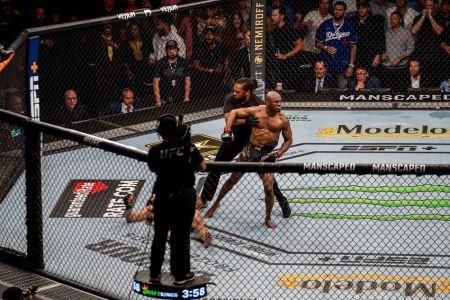 Usman protagoniza espectacular nocaut contra Masvidal en el UFC 261 (Video)