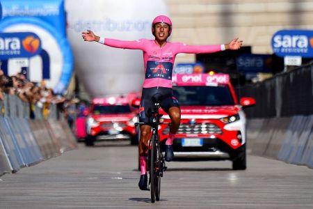 Egan Bernal, campeón del Giro de Italia, da positivo en covid-19
