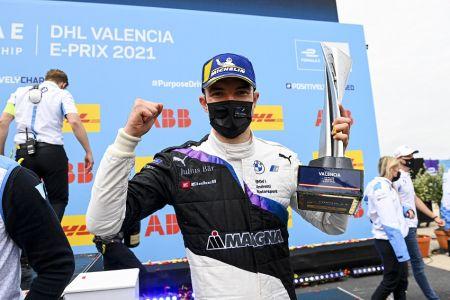 Jake Dennis domina en Valencia para ganar por primera vez en la Fórmula E