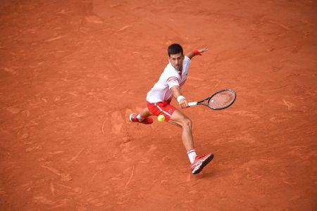 Djokovic protagoniza espectacular remontada para avanzar a cuartos en Roland Garros
