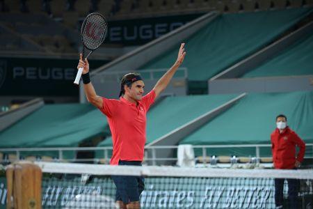 Federer clasifica a octavos en Roland Garros tras durísimo partido