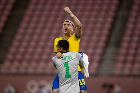 Brasil supera a México y defenderá el título contra España