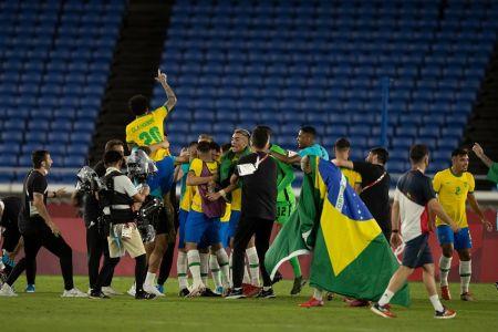 Brasil conquista el oro al vencer a España en la prórroga (Video)